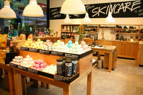 How Retailer Lush Is Earning Attention With Its Forum?