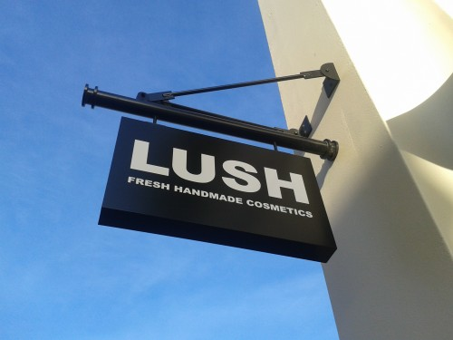 How Retailer Lush Is Earning Massive Attention With Its Forum? By Igor Beuker for ViralBlog.com